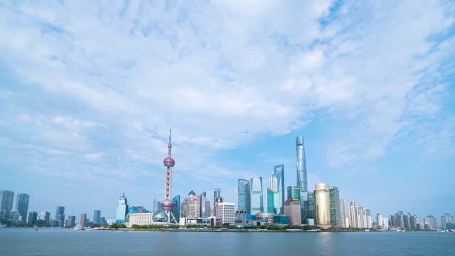 上海中心大厦_东方明珠塔_城市蓝天白云延时