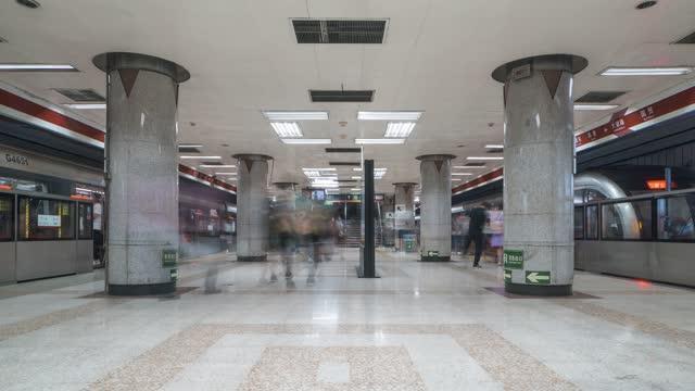 北京_北京地铁_等待处_国贸站